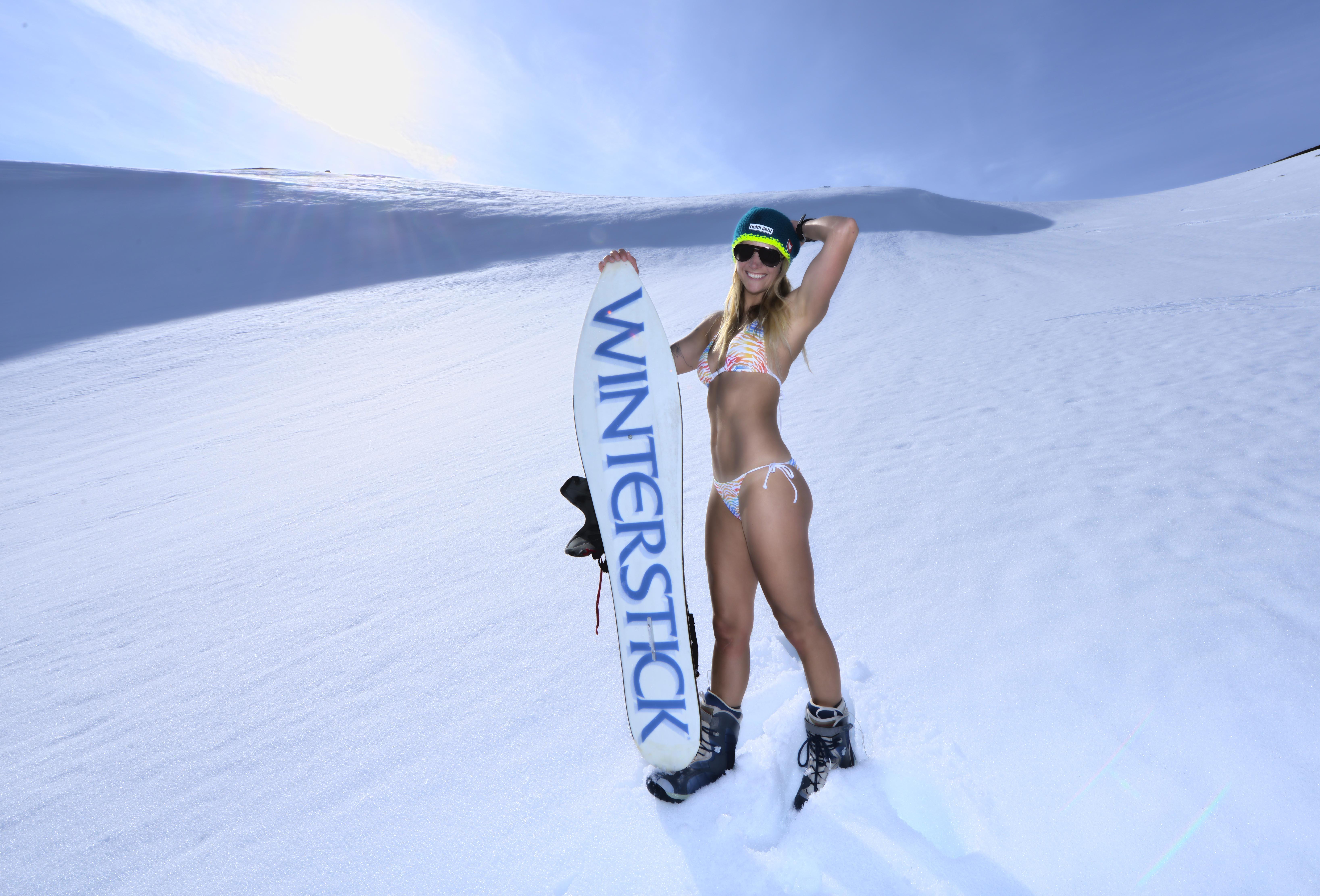Видео с голая лыжница